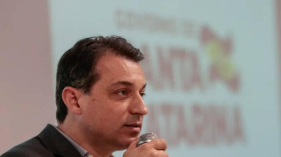 Denúncia contra Carlos Moisés está relacionada à compra de 200 respiradores sem licitação