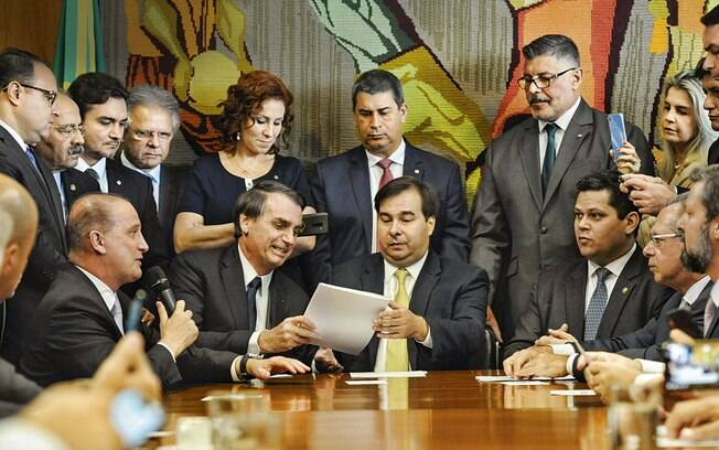 Governo busca liberação de R$ 10 milhões por deputado favorável à Previdência, diz jornal