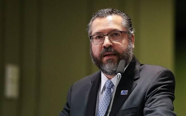 Concessão dos passaportes pelo ministro de Bolsonaro foi contestada por uma ação popular