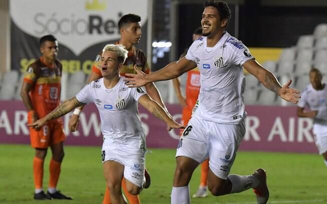 Lucas Veríssimo comemora gol contra o Delfín