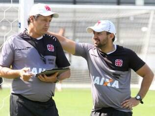 Adilson Batista (esq.) confirmou opção por Aranda nesta terça-feira