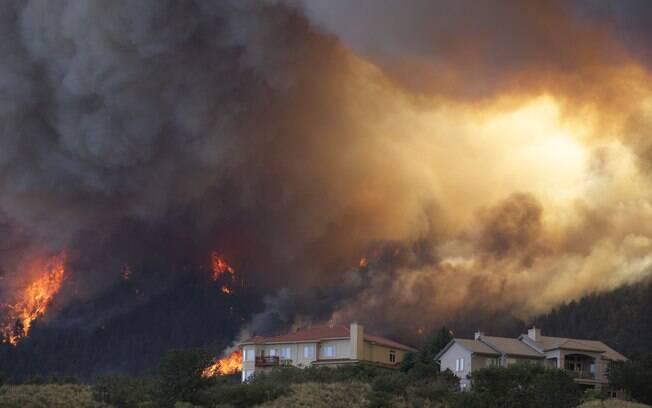 Resultado de imagem para o incêndio do Canyon Waldo