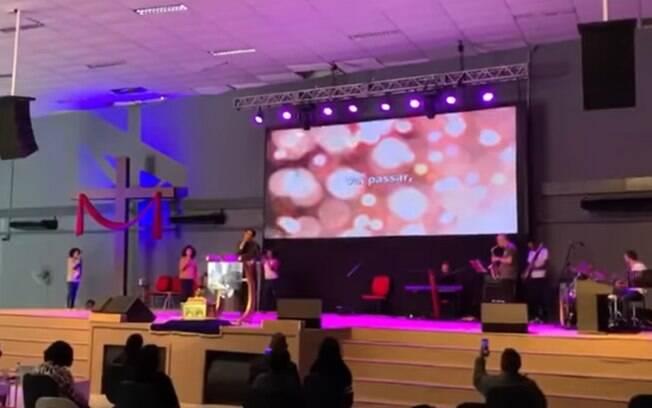Deputada cantou em culto realizado neste domingo (23)