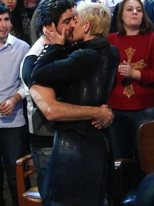 Xuxa e Junno em momento de puro romance