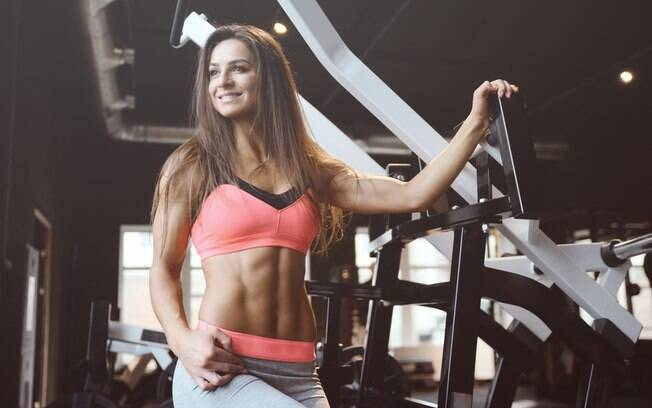 Se você quer descobrir como ganhar massa muscular, saiba que até mesmo a hidratação é importante na academia