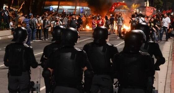 PM reprime manifestação contra Temer em SP