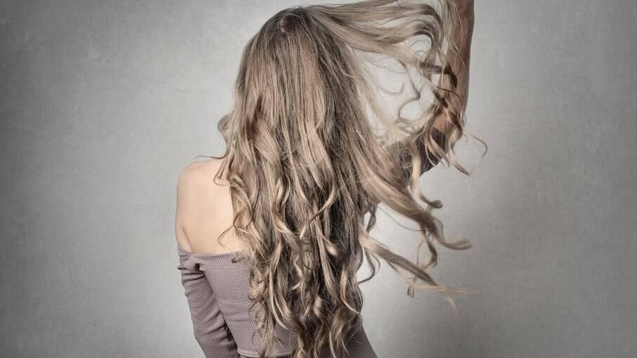 O cuidado com os cabelos interfere no crescimento do fio