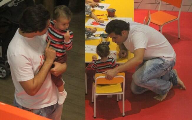 Thiago Lacerda pinta com a filha Cora, de um ano