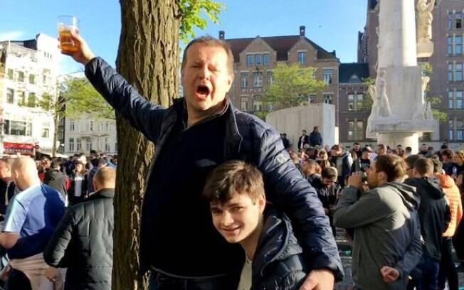 Michael e seus filhos foram para a praça Dam, em Amsterdã, comemorar a classificação do Tottenham
