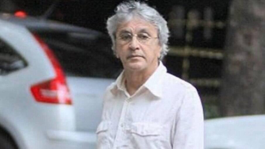 Caetano Veloso estaciona no Leblon