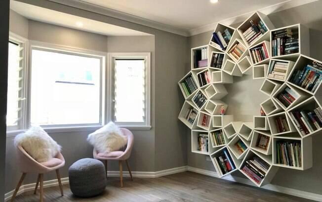 Sucesso da estante de livros motivou o casal a querer participar de programa australiano de reforma de apartamentos