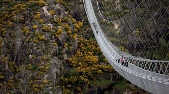 Ponte de pedestres mais longa do mundo é inaugurada em Portugal