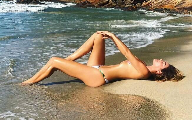 Luize Altenhofen nua ou de topless recebe muitos elogios de seus fãs nas redes socias