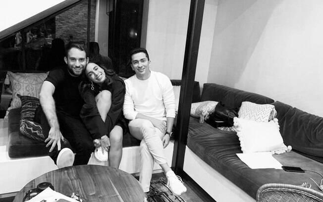 Com Brandon Silvestein e o irmão Renan Machado, Anitta anuncia nova fase na carreira