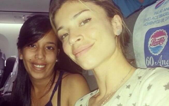 Grazi Massafera em foto com a fã Thialla Ferreira