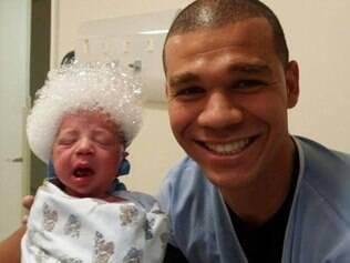Gabriel é o segundo filho de Nilton com sua esposa, Karin Silva