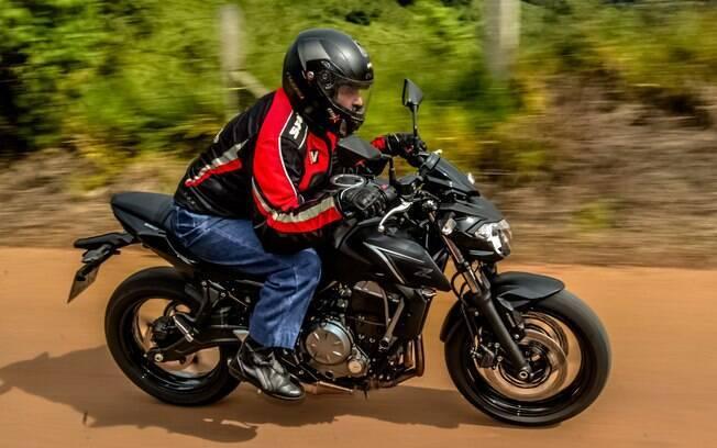 A nova Kawasaki Z650 ficou mais leve e ágil que a ER-6n. Chega ao Brasil pelo preço sugerido de R$ 32.990