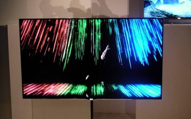TV OLED de 55 polegadas da LG, apresentada na CES 2012, possui 4 milímetros de espessura e pesa 7,5 quilos