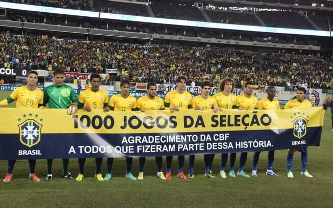 8ae1a882dc Foto oficial do time titular antes do jogo. Foto  Mowa Press