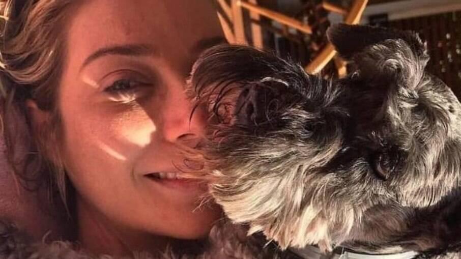 Luiza e sua cachorrinha, Judith