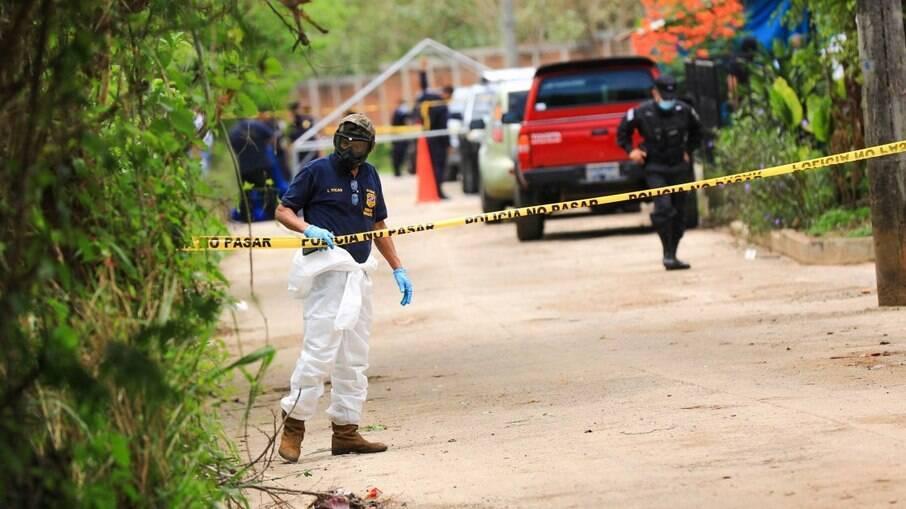Quase 40 corpos foram encontrados na residência de um ex-policial em El Salvador