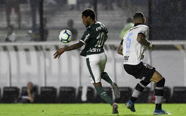 Palmeiras vence Vasco por 2 a 1 em São Januário