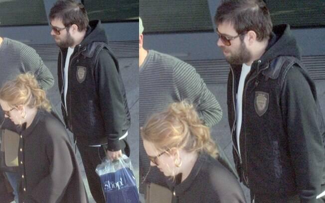 A cantora voltou para Londres depois das férias ao lado de Simon