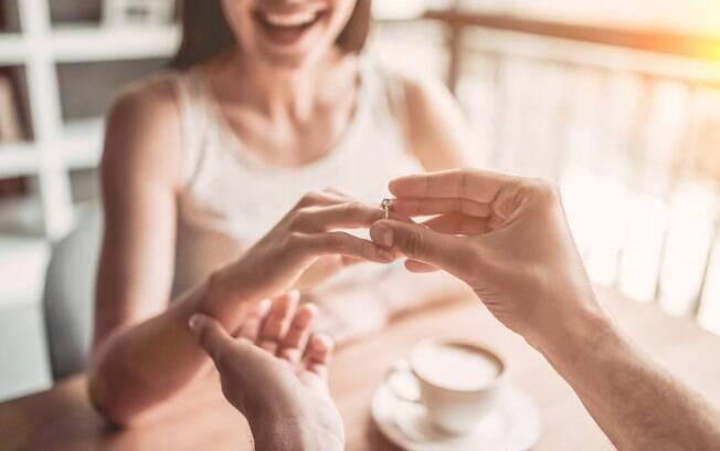 Eles se casaram no primeiro encontro, após algumas semanas tocando mensagens em um aplicativo de relacionamento