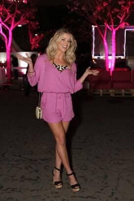 56f23c9bdf84d Karina Bacchi gosta de cores vibrantes e comprimentos curtinhos, que  valorizam as baixinhas. Foto