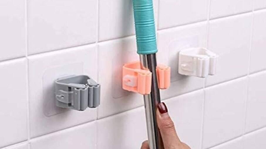 Suporte adesivo traz praticidade sem comprometer a parede