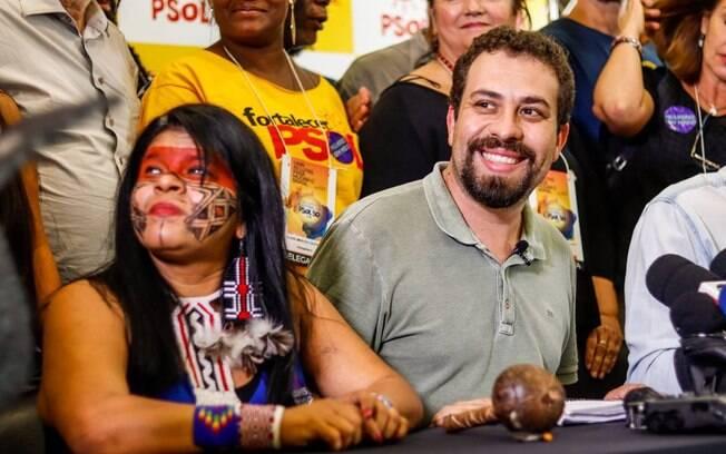 Guilherme Boulos é filósofo formado pela USP, além de psicanalista, professor, escritor e coordenador do MTST