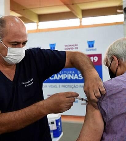 Campinas inicia vacinação para idosos a partir de 64 anos