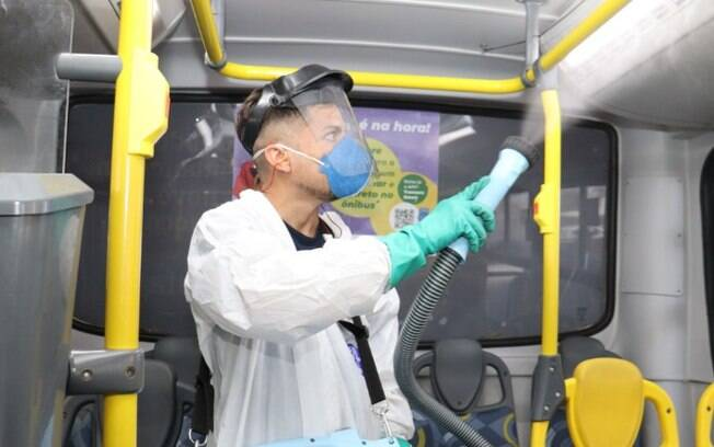 Ônibus e região central são desinfectados contra a covid-19 em Campinas