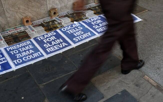 Jornais na África do Sul estampam morte da  modelo Reeva Steenkamp, que era namorada de  Pistorius, em suas capas