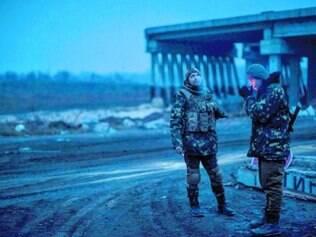 Voluntários também pegam em armas, como no Batalhão Dnipro-1