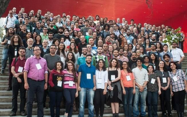Participantes da Reunião Anual da Sociedade Astronômica Brasileira, em 2017.  Conseguem encontrar o autor da coluna?