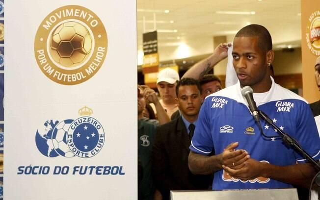 Dedé fala na sua apresentação ao Cruzeiro