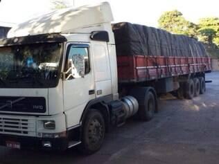 Um dos caminhões roubados pela quadrilha