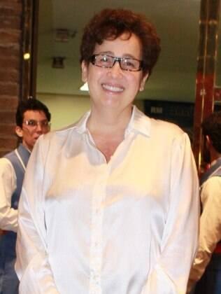 Claudia Jimenez manda cantada para Oscar Magrini
