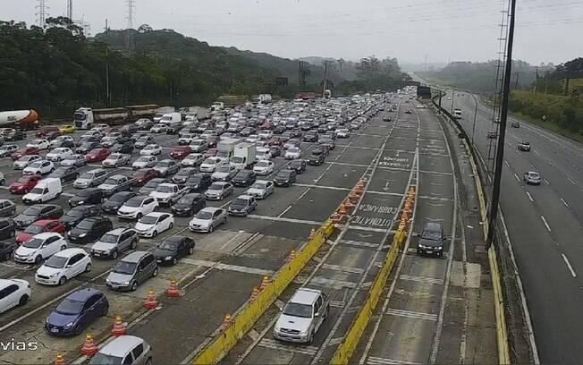 Trânsito intenso foi registrado na Imigrantes