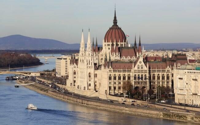 O rio Danúbio divide a cidade de Budapeste
