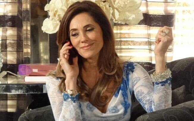 Querendo provocá-lo, Tereza Cristina liga para René e conta a novidade
