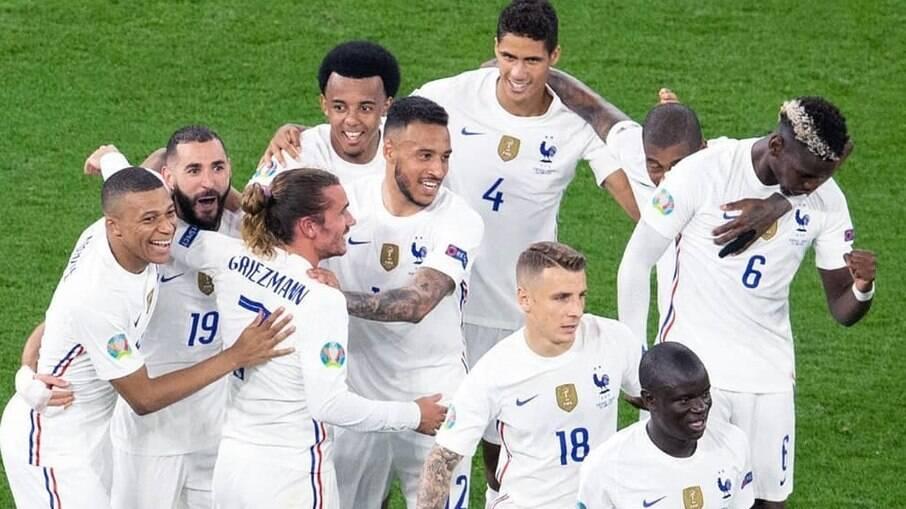 França entra em campo contra a Suíça