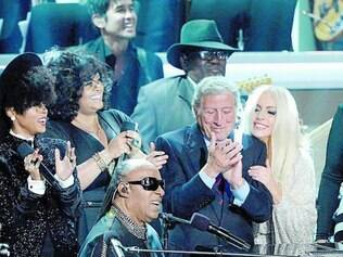 Presentes. Tony Bennett e Lady Gaga estavam entre os presentes no tributo a Wonder