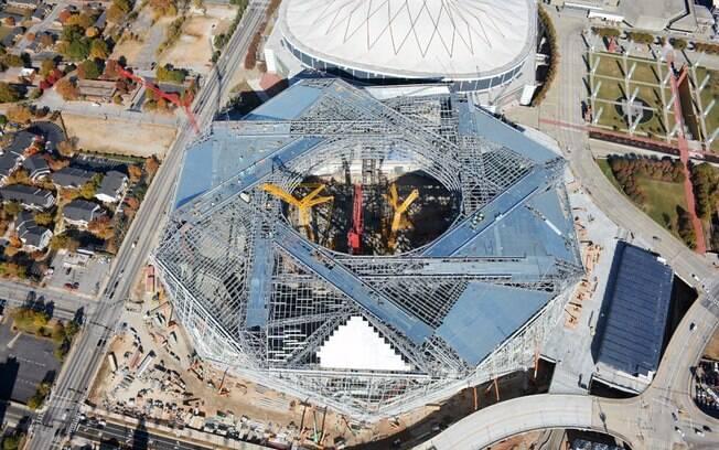 Mercedes-Benz Stadium, estádio de Atlanta em fase final de construção