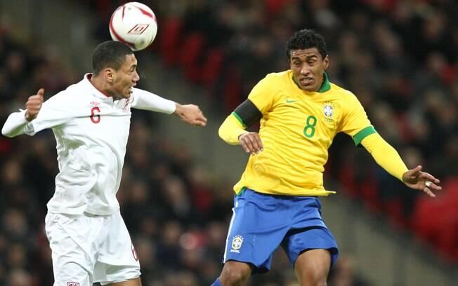 2bbb2ff279fb7 Paulinho foi titular na Copa das Confederações e é titular do Tottenham.  Foto  Mowa