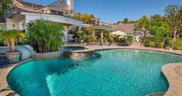 Jennifer Lopez vende mansão na Califórnia por R$ 31 milhões; confira