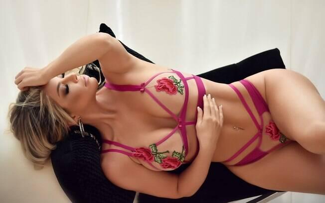 Viviane Bordin esbanja charme e sensualidade em ensaio pra lá de picante. A loira também contou detalhes sobre o Concurso Musa do Brasileirão Diamond 2018