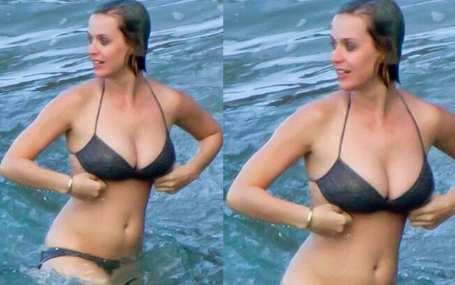 No Natal Katy Perry foi fotografada em praia no Havaí sem a sua aliança