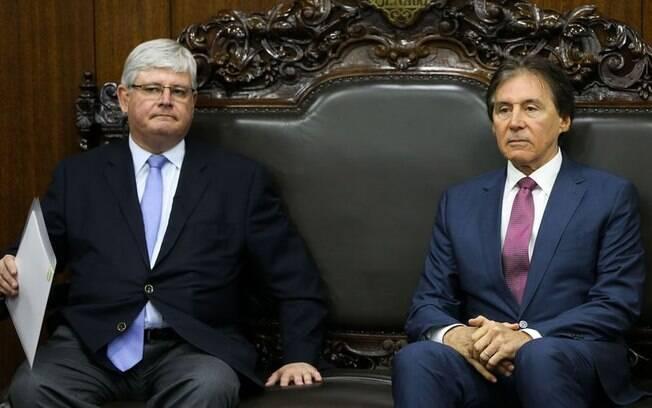 Rodrigo Janot (à esquerda) apresentou propostas ao presidente do Senado, Eunício Oliveira, nesta terça
